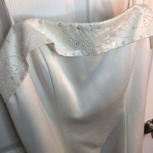 NWOT Size 6 Jessica (off-white) wedding gown